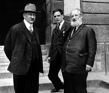 1-й Президиум (1919 год) физико-механического факультета. А.Ф. Иоффе, П.Л. Капица и А.Н. Крылов (слева направо)